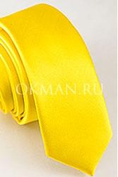 Желтый узкий галстук
