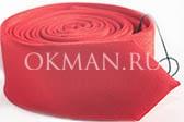 Узкий галстук цвета красного перца