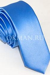 Узкий галстук голубого цвета