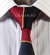 Вязаный бородово-синий галстук с желтой полосой
