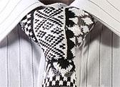 Вязаный галстук в ирландском стиле с узором черно-серой и белой расцветки