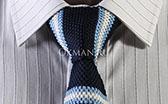 Вязаный галстук темно-синий в бело-голубую полоску
