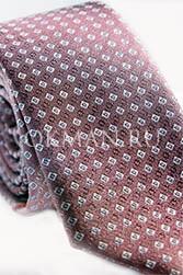 Мужской галстук темно-вишневого цвета с геометрическим узором