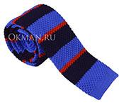 Вязаный голубой галстук в темно-синюю и красную полоску
