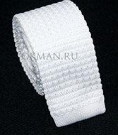 Вязаный галстук белого цвета