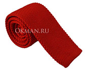 Вязаный галстук красного цвета