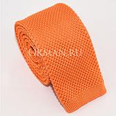 Вязаный галстук морковного цвета